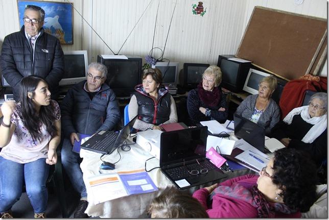FOTO inicio curso computación adultos mayores 1