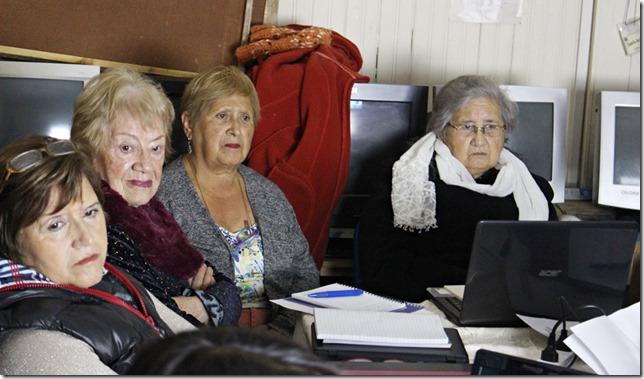 FOTO inicio curso computación adultos mayores 3