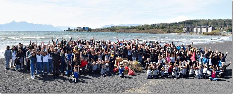 Alumnos de diferentes escuelas realizan operativo de aseo en Playa Pucara de Villarrica (1)