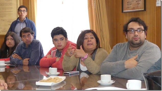 Familias de Villarrica reciben emocionadas  beneficios del Estado (1)