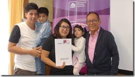 Familias de Villarrica reciben emocionadas  beneficios del Estado (2)