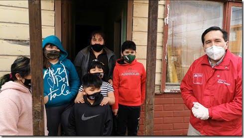 Seremi Rodrigo Carrasco con familia de 7 integrantes beneficiada por IFE